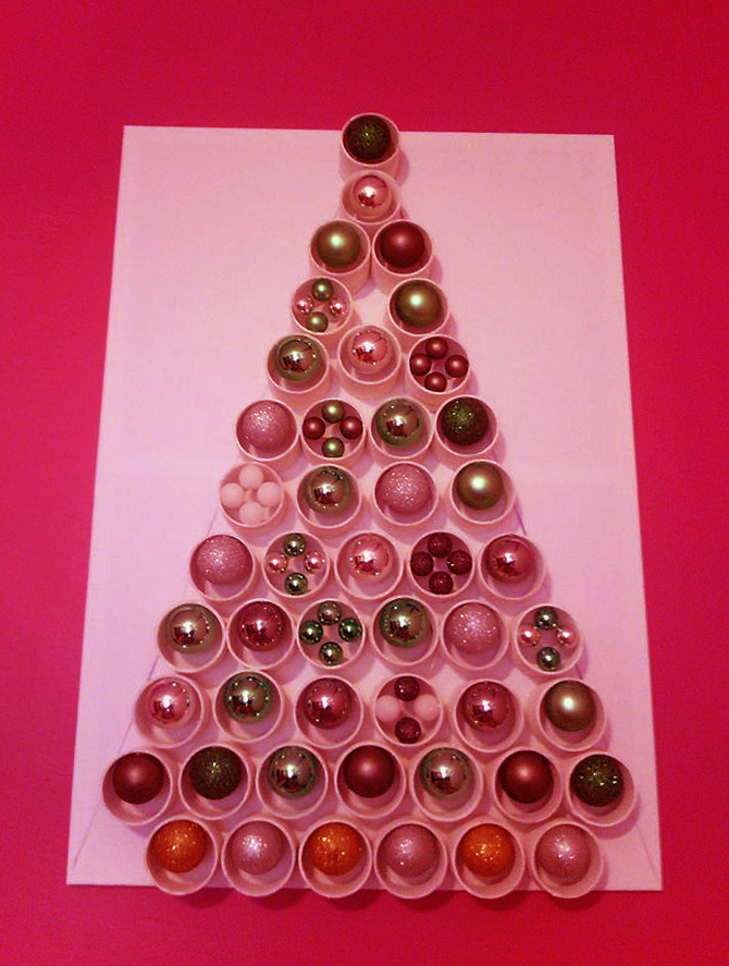 Albero Di Natale Con Bicchieri Di Plastica.Un Bianco Natal L Arte Di Creare Con I Bicchieri Di Plastica Localjob