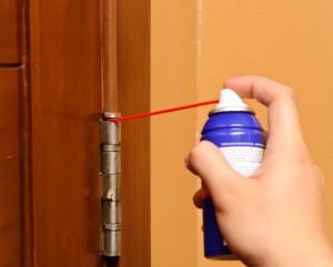 wd-40-lubrificante-rimuovere-cigolio-porta